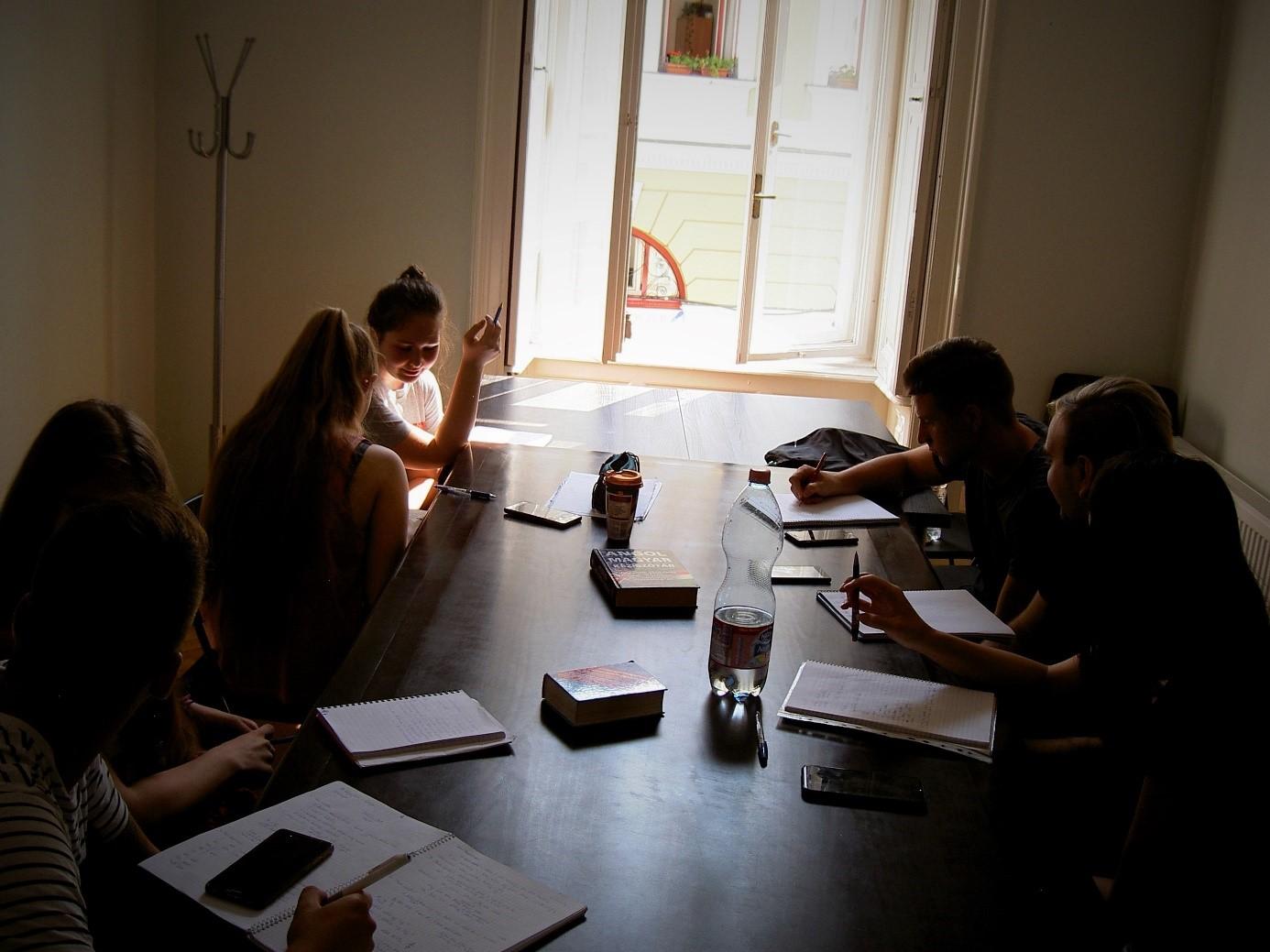 Hogyan leszel hétről hétre magabiztosabb folyékonyan kommunikáló nyelvtanuló a Flexi Módszerünkkel?